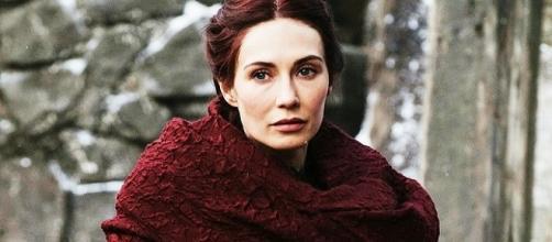 Carice Van Houten caracterizada como Melissandre