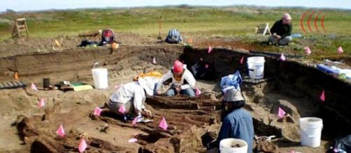 Equipe de arqueólogos trabalhando