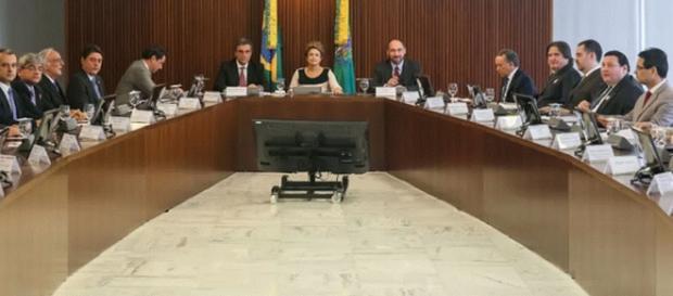 Dilma em reunião com os juristas