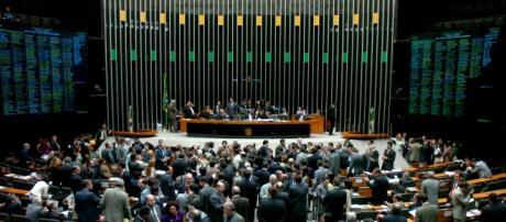 Votação sobre impeachment acaba em confusão