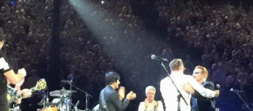 Eagles of Death Metal junto a U2 en París.
