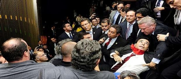 Tumulto e briga marcam dia na Câmara dos Deputados