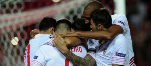 Jugadores del Sevilla celebrando uno de los goles.