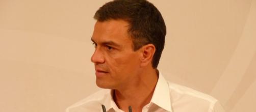 Pedro Sánchez, cuestionado dentro y fuera del PSOE