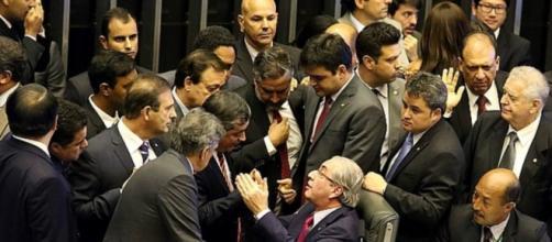 STF suspende andamento do impeachment
