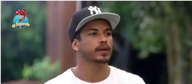 Douglas em 'A Fazenda 8' (reprodução/Record)