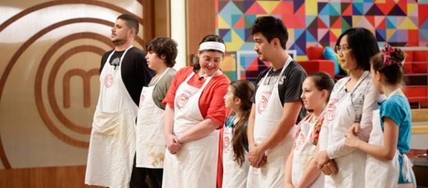 Ex-participantes ajudam crianças em suas receitas
