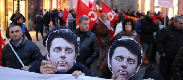 Manifestanti sfilano a Firenze contro Renzi
