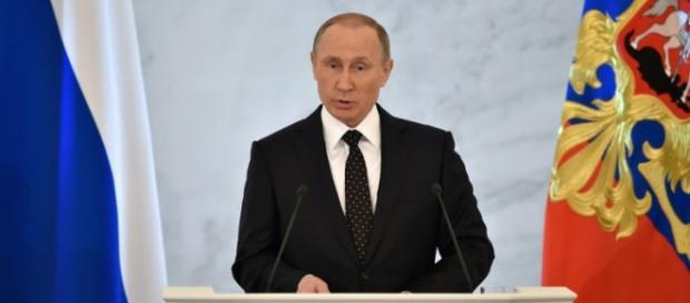 Vladimir Putin fala para mais de 1.000 convidados