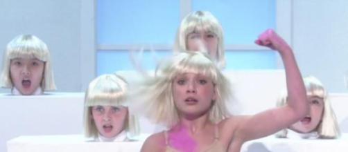"""Maddie Ziegler, bailando """"Elastic Heart"""" de Sia."""