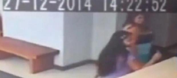Cile: fantasma spinge donna a terra?