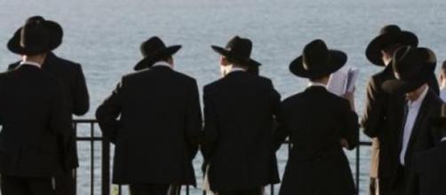 Sperme sacré parle de la sexualité chez les juifs.