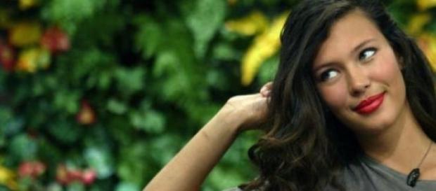 Michelle Carvalho se interpone entre Aylén y Marco