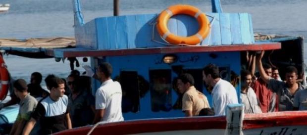 Migranti in arrivo a Lampedusa