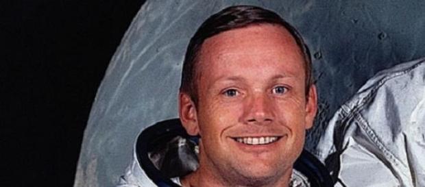 Neil Armstrong, scoperta una borsa segreta