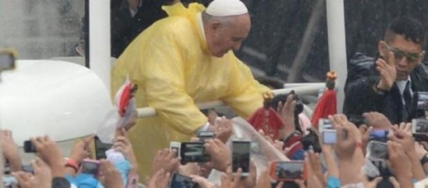 Papa Francesco a Manila tra la folla