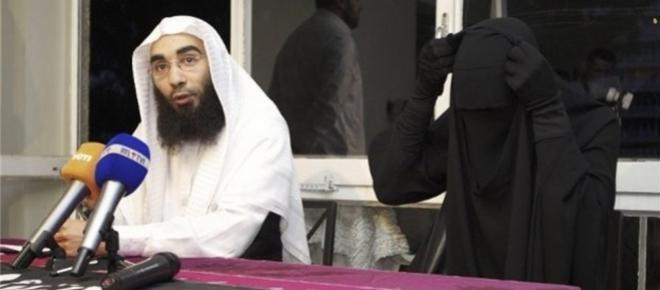 Fouad Belkacem (à gauche), chef du mouvement.