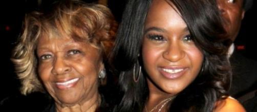 Cissy Houston e a sua neta Bobbi Brown