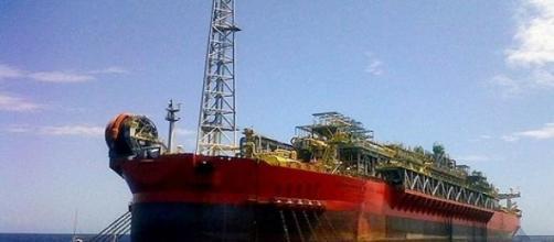 Navio é operado por empresa estrangeira