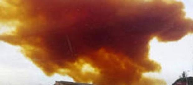 La fumée chimique due à l'explosion en Espagne.