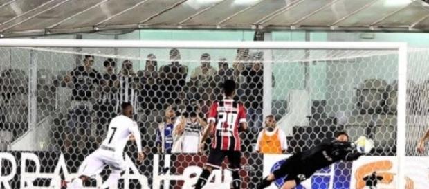Rogério jogou muito e evitou a derrota tricolor