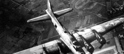 Bombardeiro B-17, similar aos usados em Dresden.