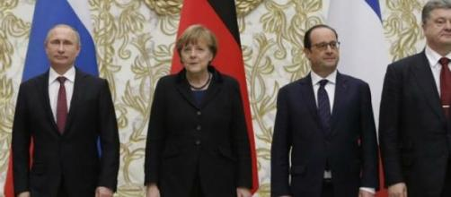 Os líderes políticos após o acordo em Minsk