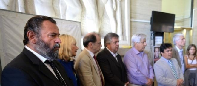 Galeria que presenta a los convocantes de la marcha del 18 febrero de 2015, entre los que se encuentra: Piumato, y los fiscales; en otra foto se encuentra el fiscal Nisman y en la última se encuentra el titular de la ex side Oscar Parrilli
