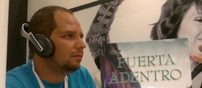 Yo en entrevista de radio