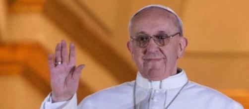 El Papa Francisco saludando a los fieles
