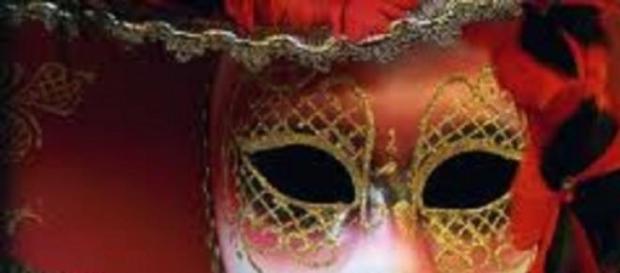 Mascará típica de bailes de carnaval