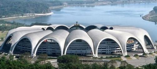 Estádio reabre após obras de remodelação em 2014