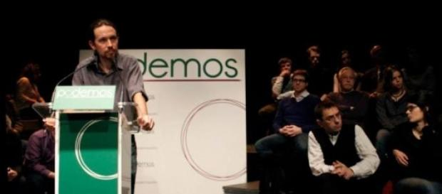 Iglesias suspende a una alumna por sus 'perlitas'