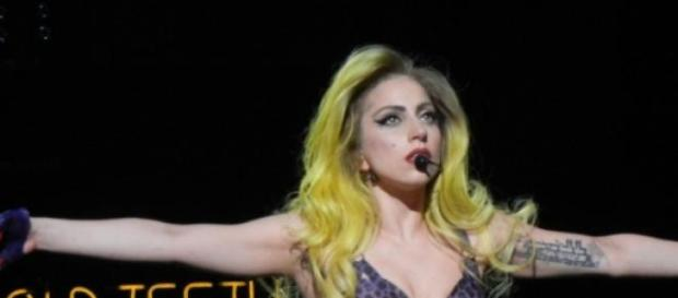 Lady Gaga está noiva de Taylor Kinney.