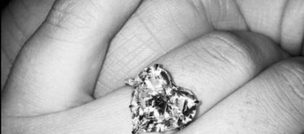 O lindo anel de noivado de Lady Gaga