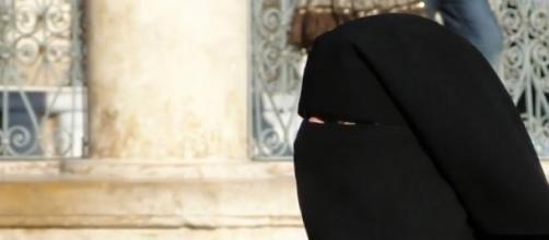 Mulheres de Raqqa têm medo de sair à rua