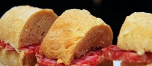 Multato per aver regalato un panino ad un disabile