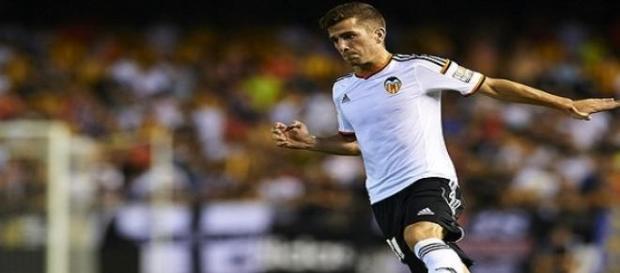 El lateral izquierdo Gayà con el Valencia C.F.
