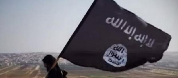 la bandiera dell'Isis è ormai anche in Libia