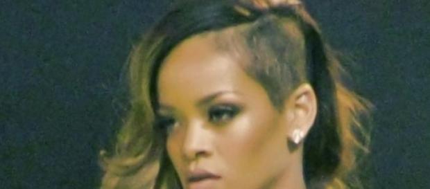 Rihanna posa más sexy que nunca.