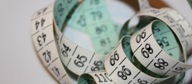 Odchudzanie nie musi być męczące. Zastosowanie kilku drobnych trików w codziennym życiu pozwoli na systematyczną i trwałą utratę zbędnych centymetrów. Diety błyskawiczne tylko niszczą zdrowie, lepiej działać długo i wytrwale.