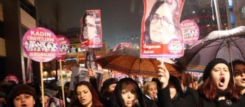 Turchia, donne protestano in nome di Aslan