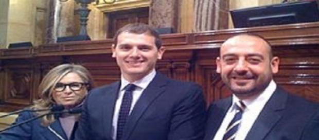 Albert Rivera con dos de sus diputados catalanes
