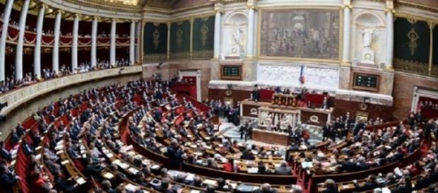 La motion de censure a peu de chances de passer.