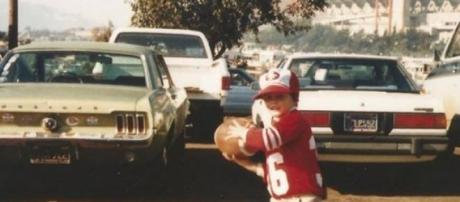 A young Tom Brady wearing Montana's 49ers jersey