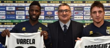 Varela e Cebola apresentados no Parma