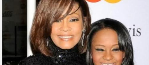 Filha de Whitney Houston encontrada na banheira