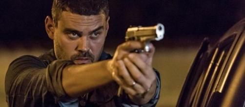 Maurílio atira em Zé Alfredo (Foto: Divulgação)