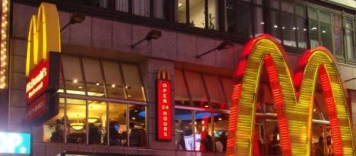 Selfies y abrazos para pagar en los McDonald's