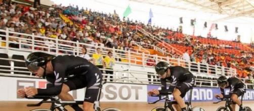New Zealand took men's team pursuit gold